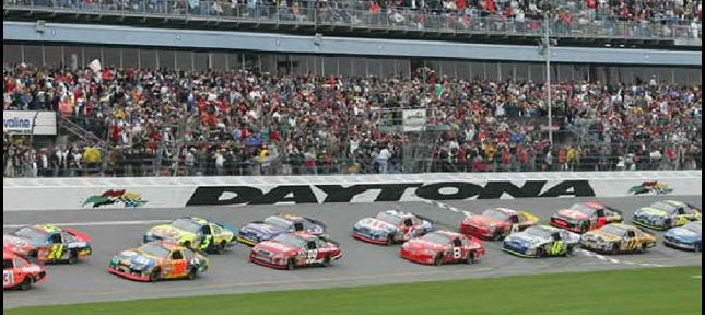 Daytona 500 postponed until 7:00pm ET.. Due to more rain...