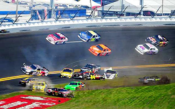 Daytona 500: Jimmie Johnson and Danica Patrick Involved In A First Lap Wreck