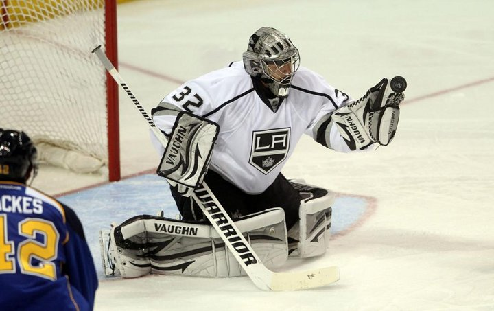 Jonathan Quick Posts 8th Shutout of the Season, Jeff Carter Scores in Shootout for Kings Win, Now Lead the Pacific Division!