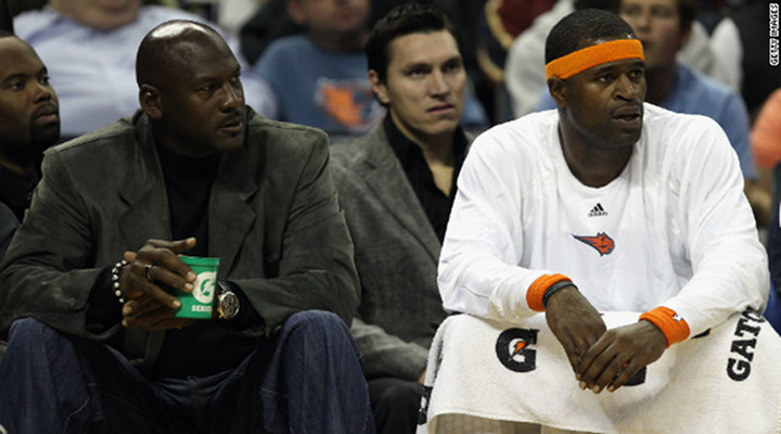 Amare Stoudemire Dunked on Tyrus Thomas & the Charlotte Bobcats Are Officially the Worst NBA Team History!