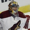 Mike Smith Makes 39 Saves as Coyotes Blank Blackhawks 4-0 to Advance to the Next Round...