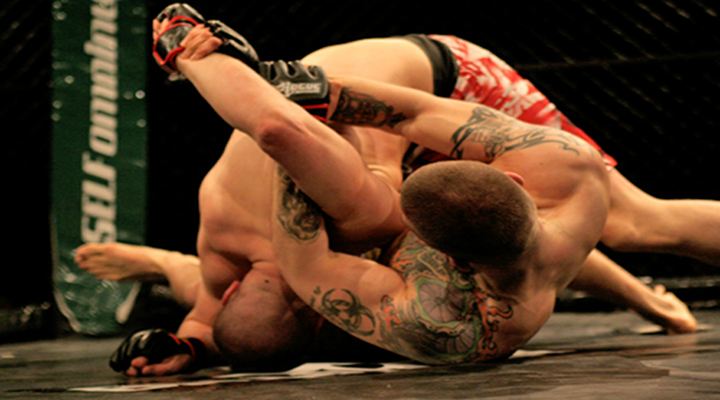 Ouch!: MMA Fighter Gets His Arm Snapped By Kimura