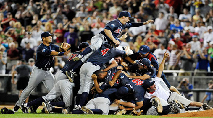 College World Series: Arizona Defeats South Carolina 4-1 to Win First National Title in 26 Years...