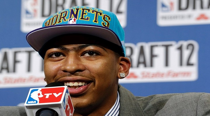 New Orleans Hornets Forward Anthony Davis Hurt, Unlikely to Make Olympic Team...