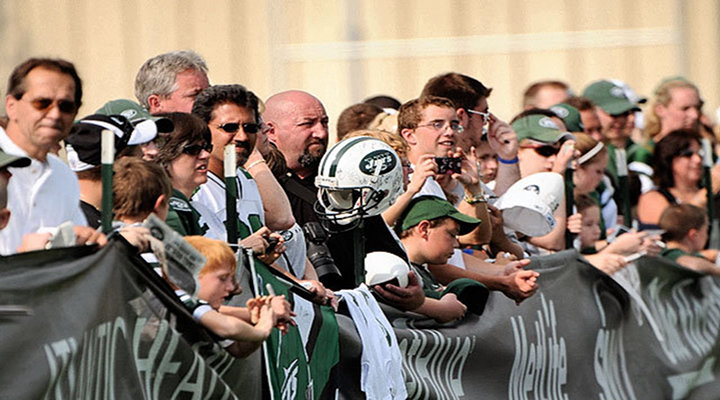 J-E-T-S: New York Jets Players Brawl Near Fans at Team's Practice, Punches Thrown...