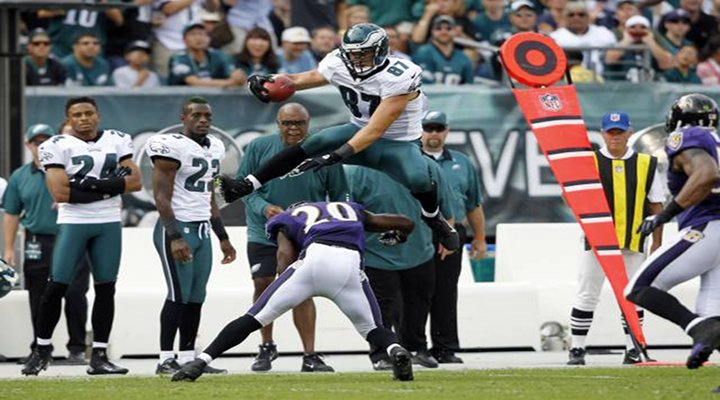 Video: Eagles TE Brent Celek Hurdled Ed Reed in Philly's Comeback Win Over the Ravens
