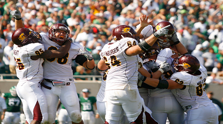 Video: Iowa Upset 32-31 by Central Michigan on Last Second Field Goal