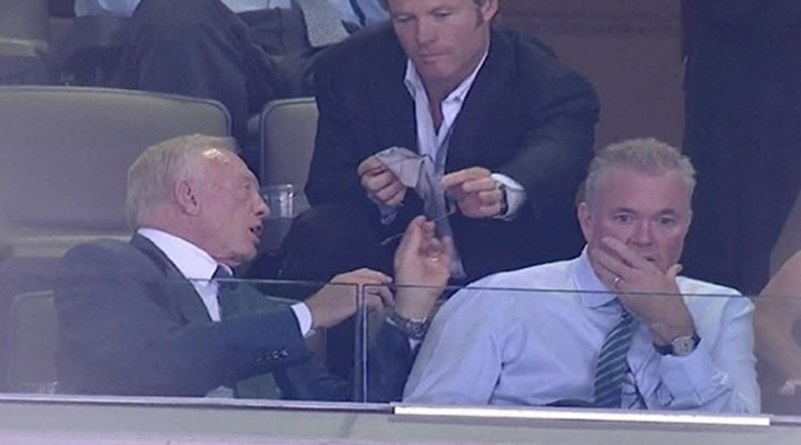 Video: Dallas Cowboys Owner Jerry Jones Has a Personal Glasses Cleaner; No Joke!