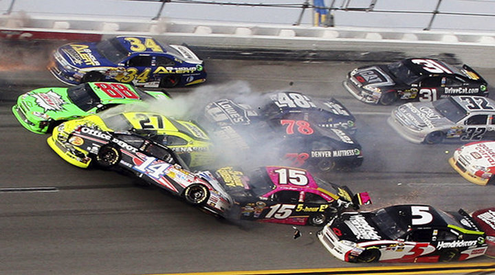 Chase For The Cup: Matt Kenseth Wins at Talladega After 25-Car Crash on Final Lap [Video]