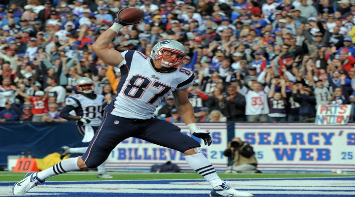 Gronky Punched: Patriots Gronkowski Scores Touchdown & Impersonates a Buckingham Palace Guard [Video]