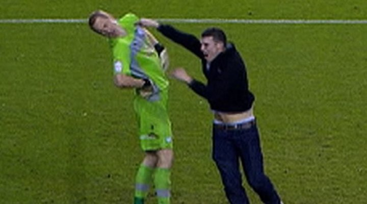 Sheffield Goalie Chris Kirkland Attacked By Leeds Fan During Game [Video]