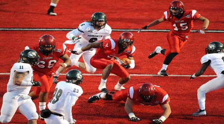 Eastern Washington QB Vernon Adams Threw a Touchdown Pass After Scrambling Around for 13 Seconds [Video]