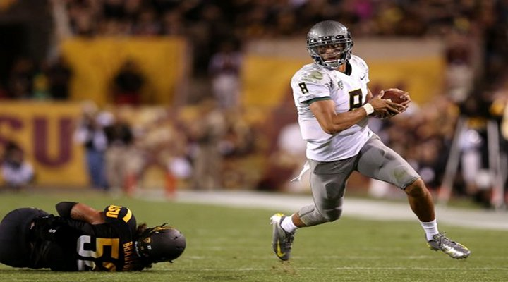 Oregon's Bryan Bennett's Pitch Pass to Marcus Mariota For a Touchdown Was Pretty Amazing [Video]