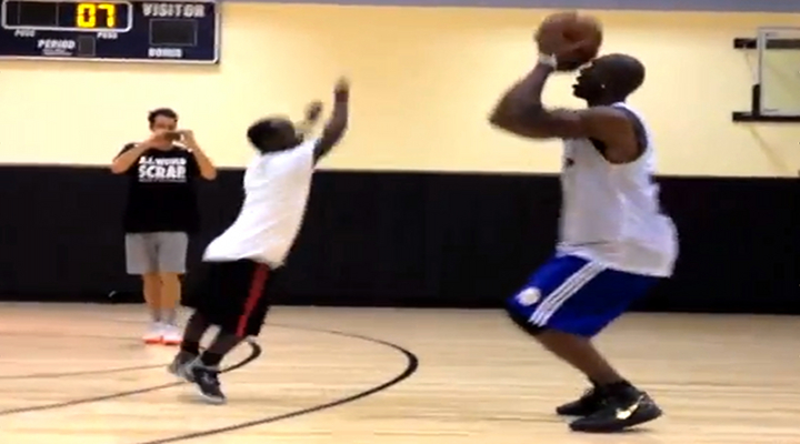 Terrell Owens Lost a Game of 1-on-1 to 4-Foot-5-Inch Street-Baller Mani Love at the Gym [Video]