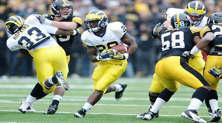 Michigan RB Fitzgerald Toussaint Carted of the Field With Gruesome Leg Injury [Video]