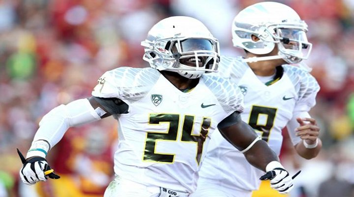 Oregon RB Kenjon Barner Scored Five Touchdowns In Ducks 62-51 Win Over USC [Video]