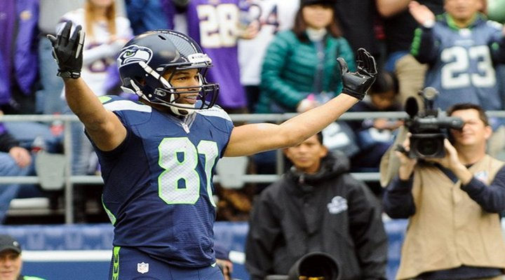 Seahawks Beat the Jets 28-7; Golden Tate Throws Touchdown Pass to Sidney Rice [Video]