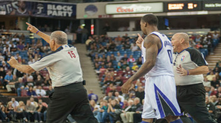 Kings Rookie Thomas Robinson Ejected For Vicious Elbow to the Throat of Pistons Jonas Jerebko [Video]