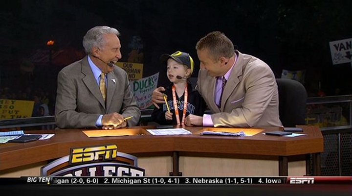 "Lee Corso Told a 5-Year Old on College GameDay: ""Not So Fast Midget!"" [Video]"