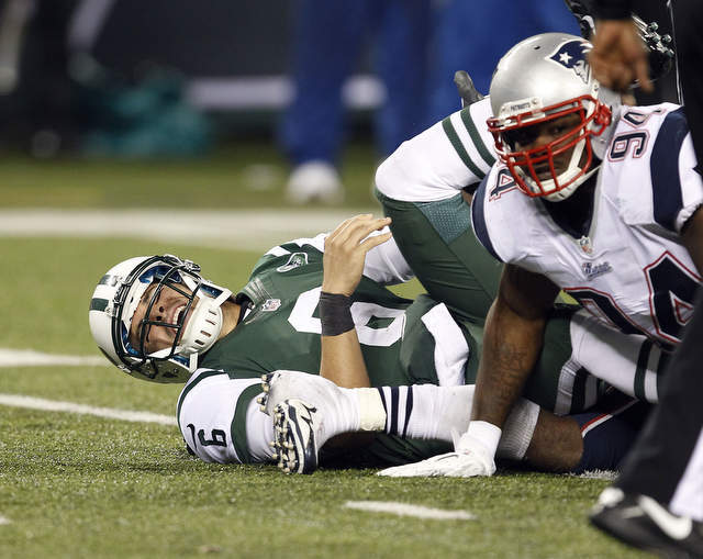 """""""You Got Knocked the F*ck Out!"""": Jets QB Mark Sanchez Run's Full Speed into His Lineman's Ass [Video]"""