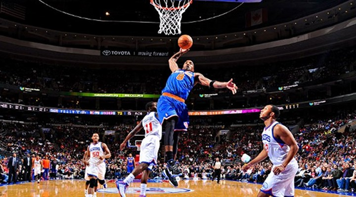 Slammin': Knicks Stay Perfect in 110-88 Win Over 76ers; J.R. Smith Taunts Philly Fans [Video]