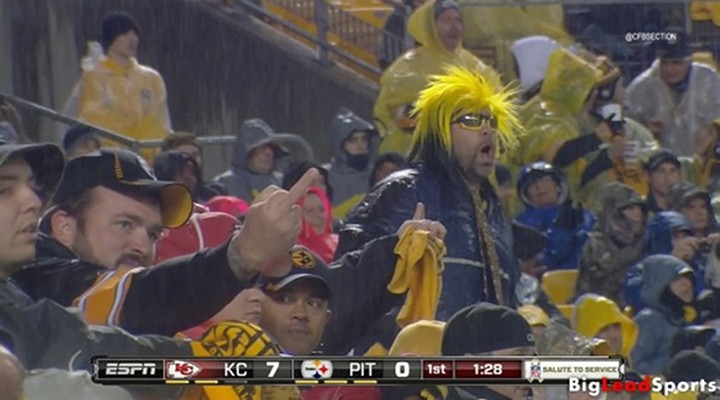 Steelers Fan Gives the Middle Finger to Referee While Flagging Willie Colon for Cussing
