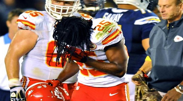 """""""You Got Knocked the F*ck Out!"""": Chiefs RB Jamaal Charles Crushed by Chargers LB Donald Butler [Video]"""