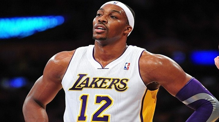 Orlando Hacks Dwight Howard at the End of Game, He Misses Free Throws, Lakers Lose 113-103 to Magic