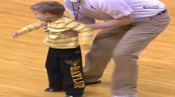 World's Youngest Streaker: Small Child Rushes the Court During Baylor – Oklahoma Game [Video]