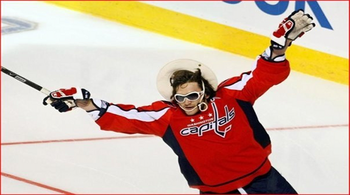 Wide World of Sports: Ovechkin Makes Viral Video, Reporter Dodges Kiss, Woman Faints on TV & F18 Hornet Goes Over Edge of Carrier