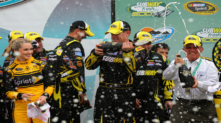 Sprint Cup: Carl Edwards Snaps 70-Race Winless Streak with Win at Phoenix