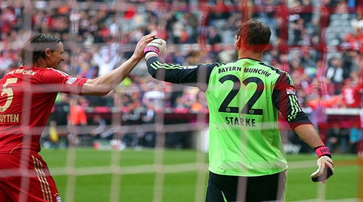 Bayern Munich Goalkeeper Tom Starke Heroically Stops Penalty Kick With His Face [Video]