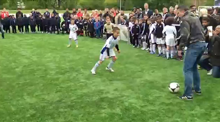 Robin van Persie, Tonny Vilhena & Karim Touzani Played Keep-Away With Youth Soccer Players and It Was Awesome [Video]