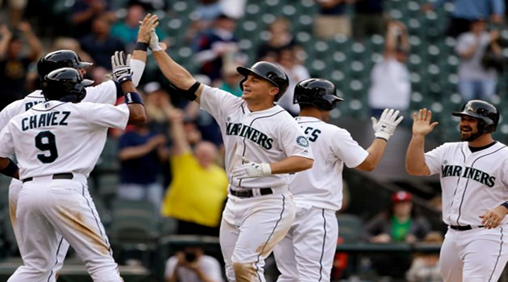Fan Runs Over a Small Child While Trying to Catch Kyle Seager's 14th Inning Grand Slam [Video]