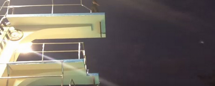 Lakers Superstar Kobe Bryant Jumps off a High Dive into Pool in His First Vine [Video]
