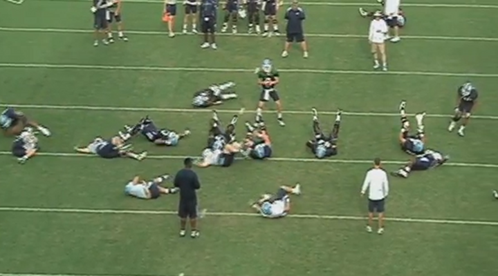 "High School Quarterback Gets the ""Fainting Goat"" Prank by Teammates During Practice [Video]"