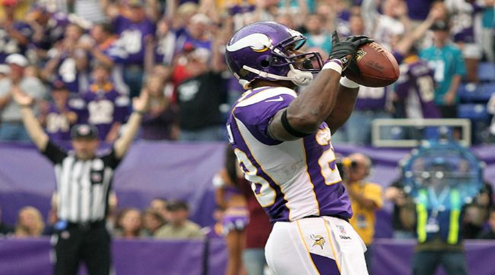 Adrian Peterson Shows Absolute Power on a Long Touchdown in London [Video]