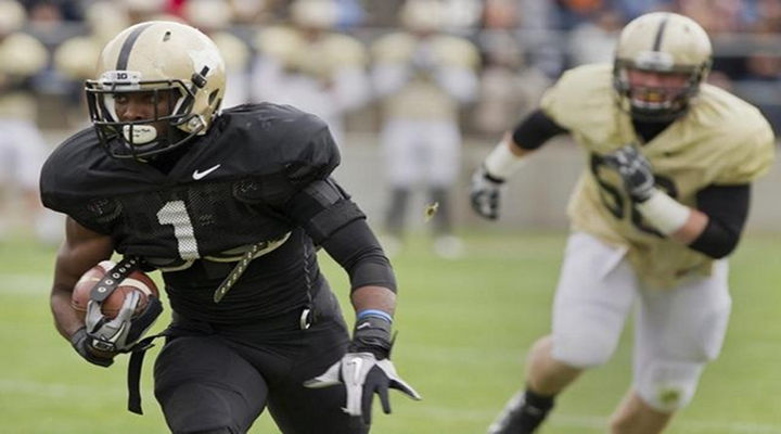 Purdue's Akeem Hunt Scores on Opening-Kickoff Reverse Against Indiana State [Video]