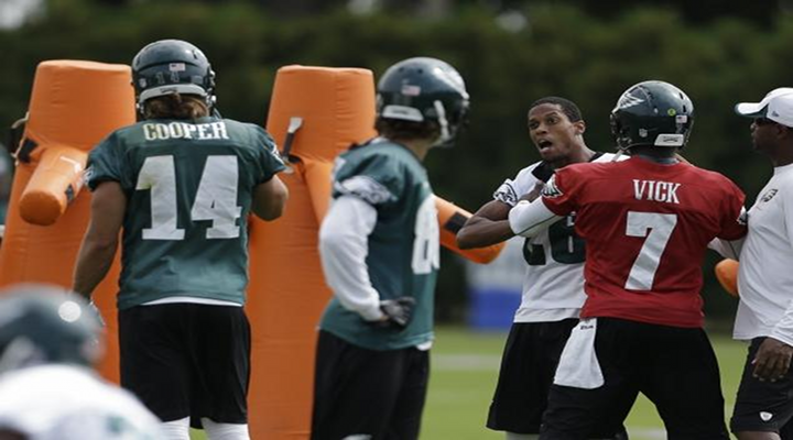 Michael Vick Stops Fight Between Riley Cooper & Cary Williams at Eagles Practice [Video]