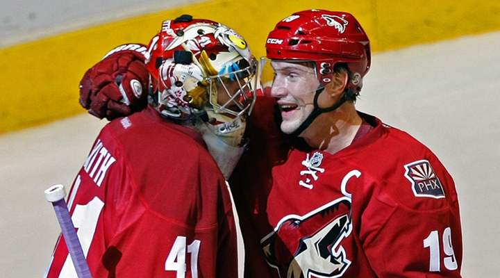 Phoenix Coyotes Goalie Mike Smith Scored an Improbable Goal Against the Red Wings [Video]