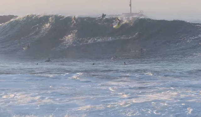 newport-beach-the-wedge-surfing-two-boards-switch