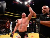 361E594100000578-3682902-Brock_Lesnar_marked_his_return_to_UFC_with_a_unanimous_decision_-a-133_1468126361587